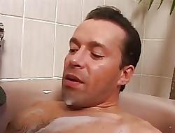Schoko Maus mit riesen Titten less der Badewanne gehaemmert,big tits,black,white guy,german