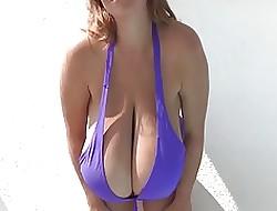 MEGA JUGGS