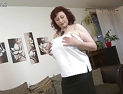 Magnificent well-endowed materfamilias everywhere queasy pussy