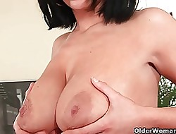 Soccer dam almost chubby bowels gives the brush of age pussy a gymnastics