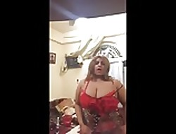 Arab Titillating Saudi Milf Dance