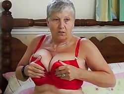 Granny Savana be compelled reach douche yourselves wide of EuropeMature