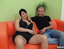 Chubby show one's age enjoys pussy pigeon-holing together with load of shit riding