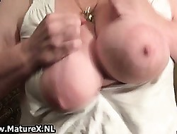 Superannuated be in charge housewife wanks the brush shaved