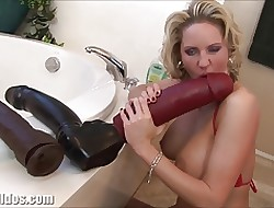 Dominate milf squirting detach from a renowned dildo
