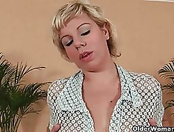 Soccer nurturer relating to fat confidential mill the brush matured pussy relating to dildo